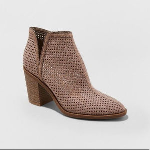 DV by Dolce Vita Taupe Ettie Heeled Fashion Boots
